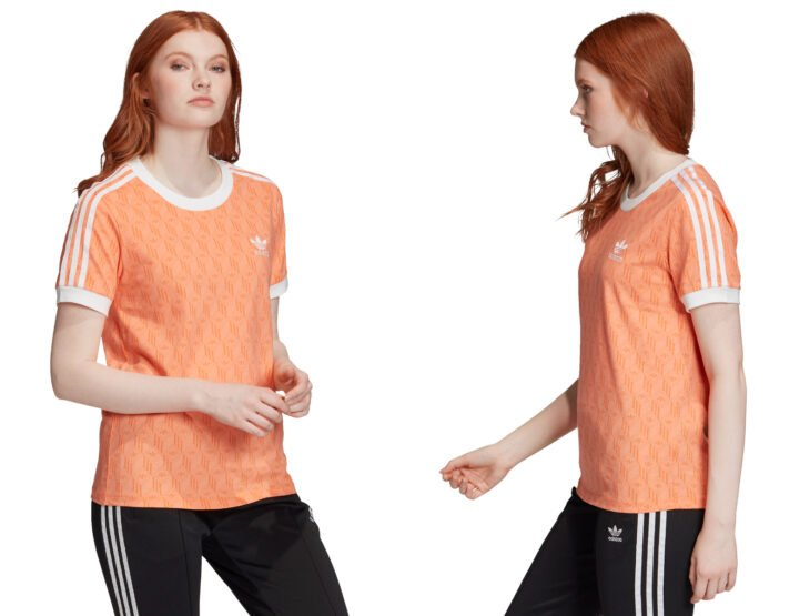 Ropa y moda cómoda para mujeres; chica pelirroja usando playera casual estampada color anaranjada de Adidas, pants negros