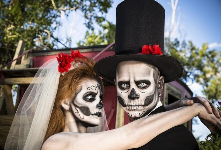 novios esqueletos disfraz pareja