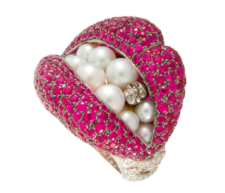 anillo de labios con perlas y diamantes de color rosa