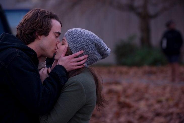Escena de beso de la película si decido quedarme