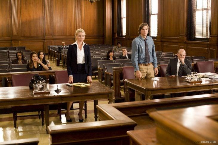 pareja de esposos en el juzgado