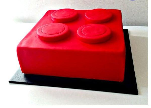 pastel rojo de lego