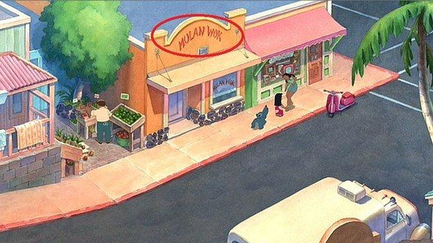 calle donde aparece un restaurante con el nombre de mulan señalado con un circulo rojo
