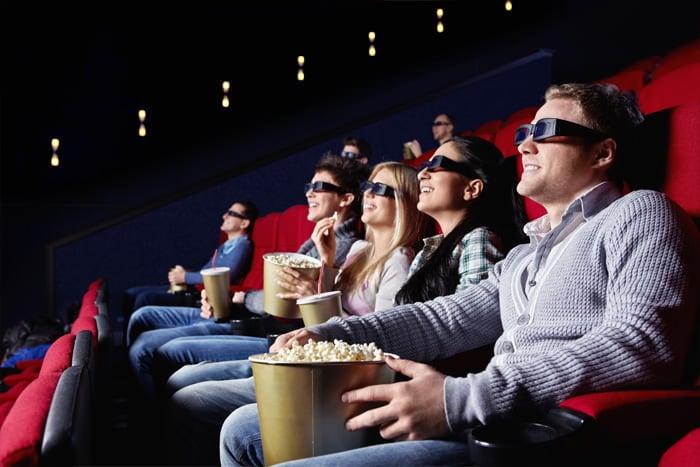 Chicos en una sala de cine