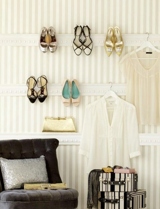 ropa y zapatos como decoración