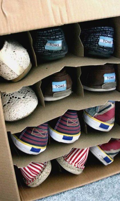 Cajas de vino para organizar zapatos