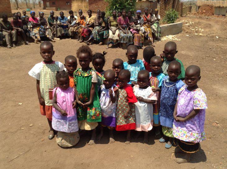 """Le ragazze hanno beneficiato di """"Abiti per l'Africa"""""""