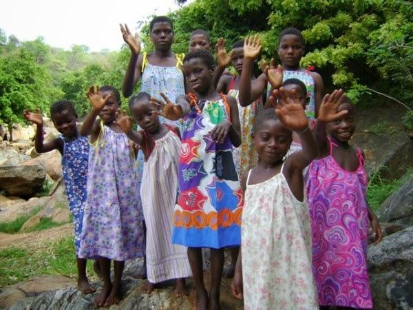 """Personas africanas beneficiadas por la organización """"Vestidos por África"""""""