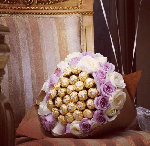 ramo de rosas formado por chocolates