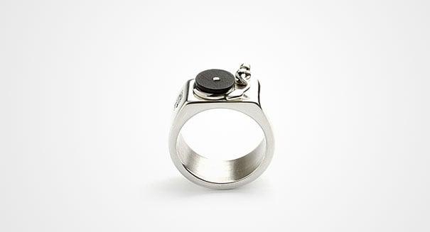 Fotografía de anillo en forma de consola toca discos