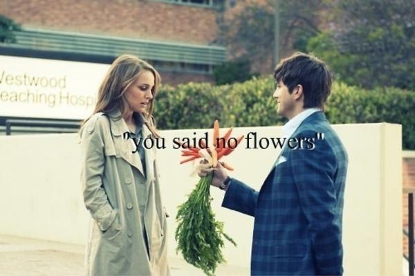hombre enamorado da zanahorias en vez de rosas