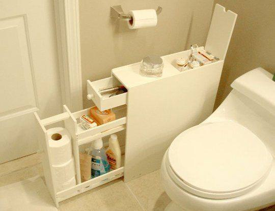 cuarto de ba o con mueble para almacenar productos de higiene
