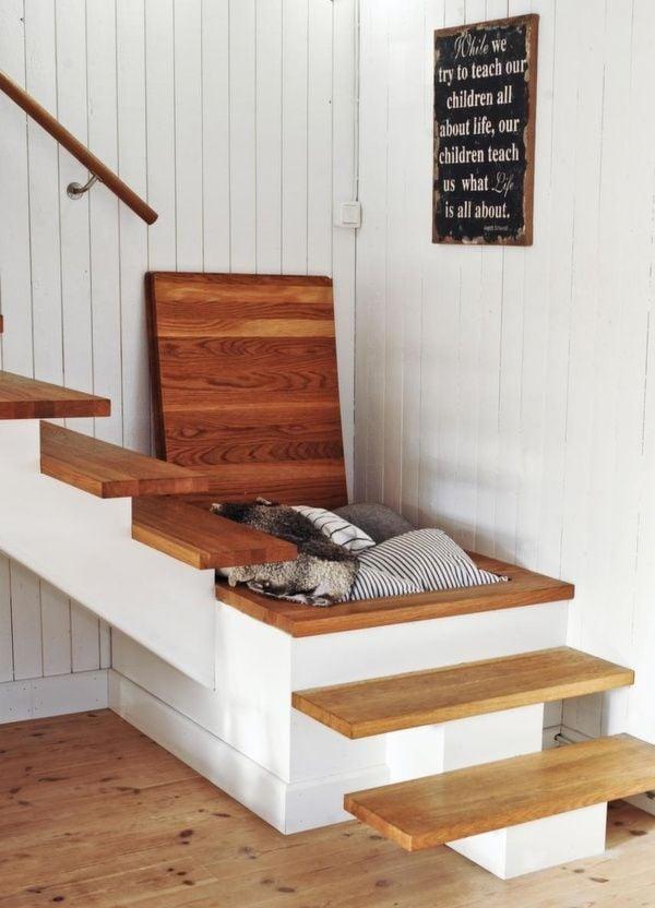 escalera con cajn oculto para almacenar ropa