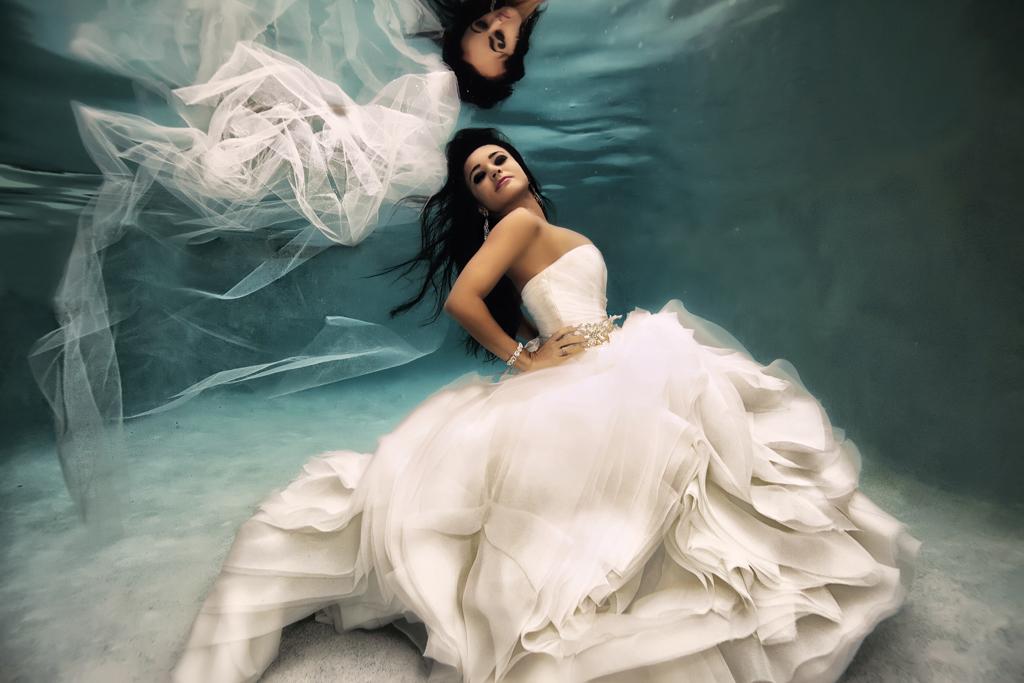 Fotos de boda bajo el agua que rompen con lo tradicional for Imagenes de hoteles bajo el agua