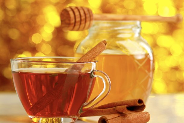 Taza de canela con miel