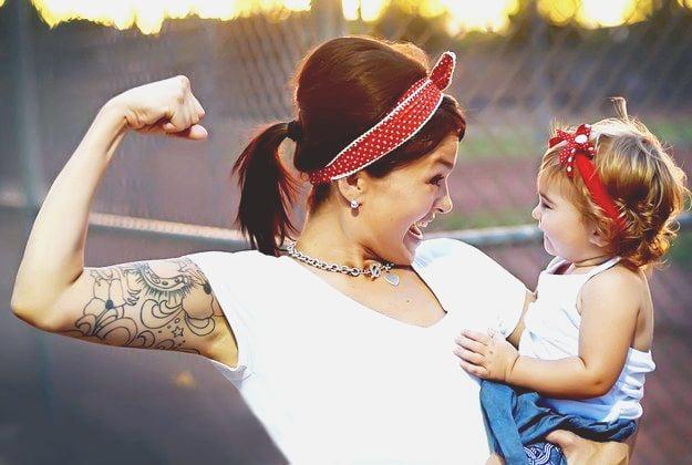 mamá e hija vestidas tipo pinup