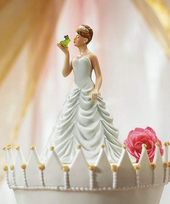 muñecos para pastel la novia besando a un sapo