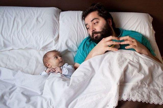 papá e hijo planeando algo