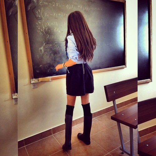 mujer resolviendo problemas