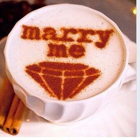 propuesta de matrimonio en el café