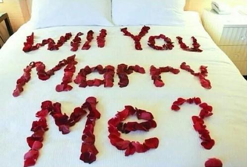 proponer matrimonio en la cama