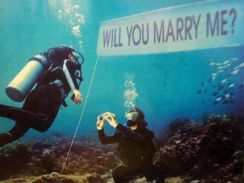 Pedir matrimonio en el agua