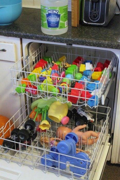 como lavar jueguetes del niño