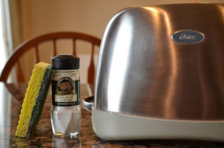 tostador con crema anti sarro limpieza
