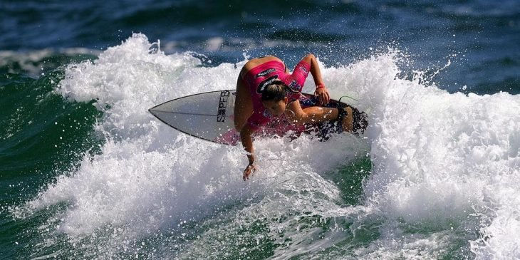 chica surfer