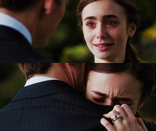 """Escena de película """"Love, Rosie"""", chica llorando"""