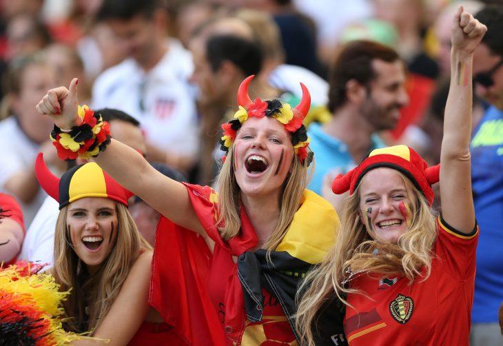 Mujer belga en un partido de futbol mundial 2014