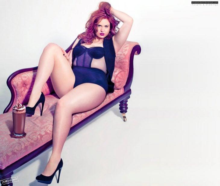 Karen Guillan obesa recostada sobre un sofá