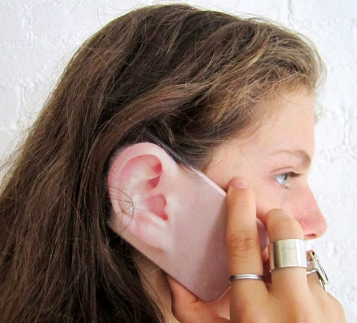 Funda para celular oreja