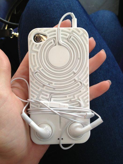 Fundas para celular para que los audífonos no se enreden