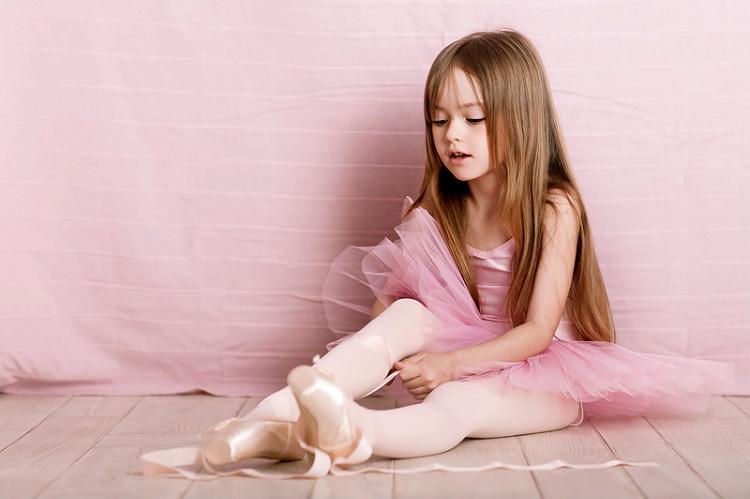 Kristina Pimenova la niña más hermosa del mundo, bestida para bailar ballet