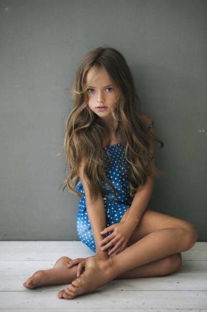 guapa chica posando: