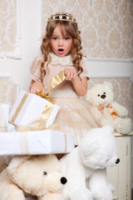 Kristina Pimenova , la niña mas hermosa del mundo de princesa