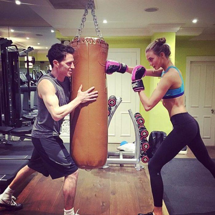 Pareja practicando box