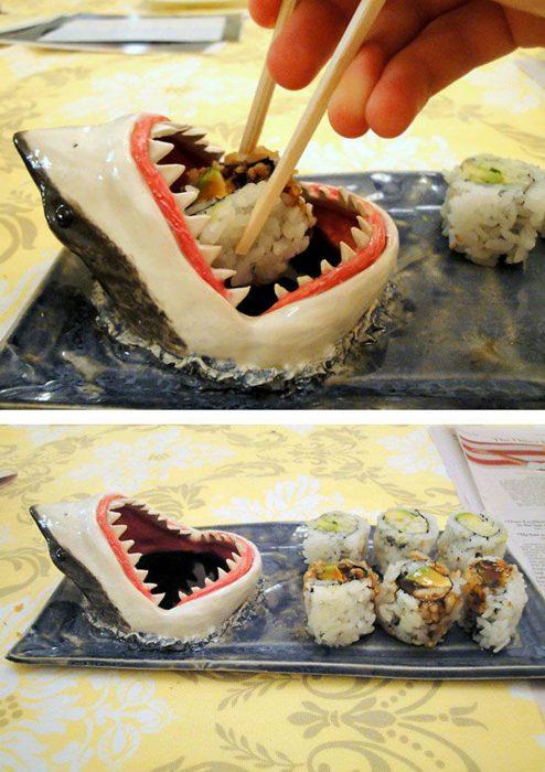 plato para sushi en forma de tiburón