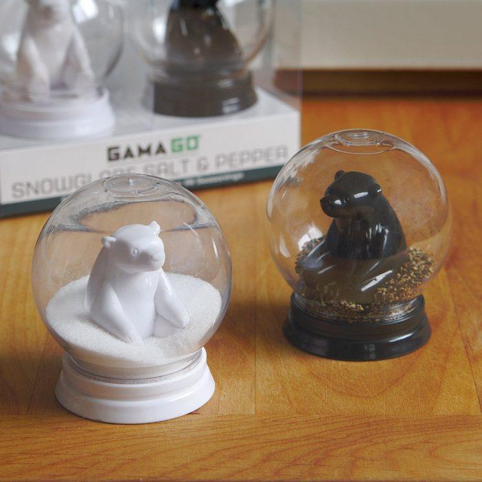 Salero y pimentero en forma de globos de nieve
