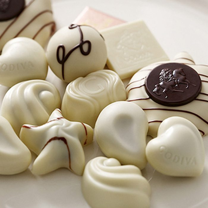 dulces de chocolate blanco con distintas formas