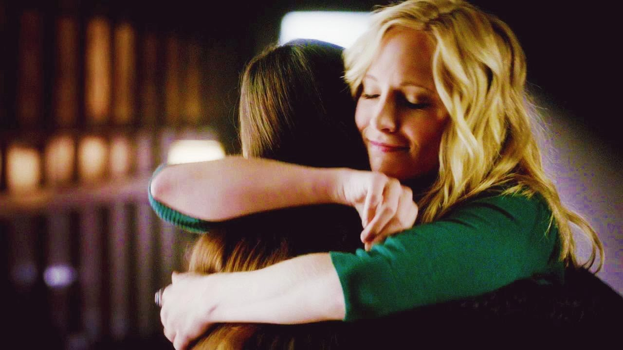 hermanas abrazadas dandose