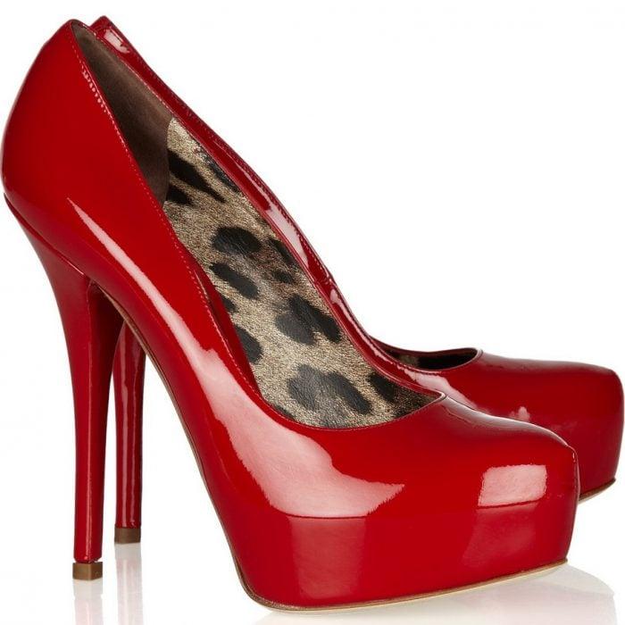 zapatos de charol rojos