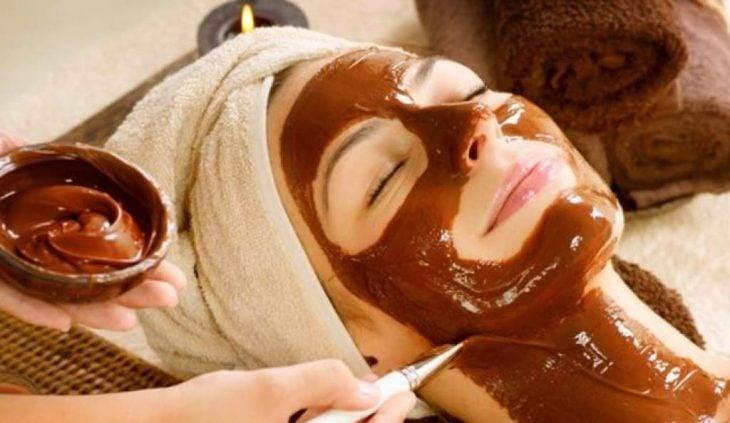 chocolate bellaza mujer limpieza