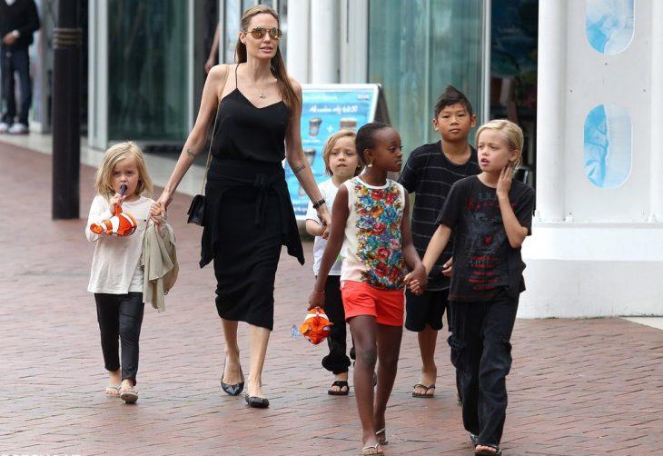 angelina, madre alfa y sus hijos