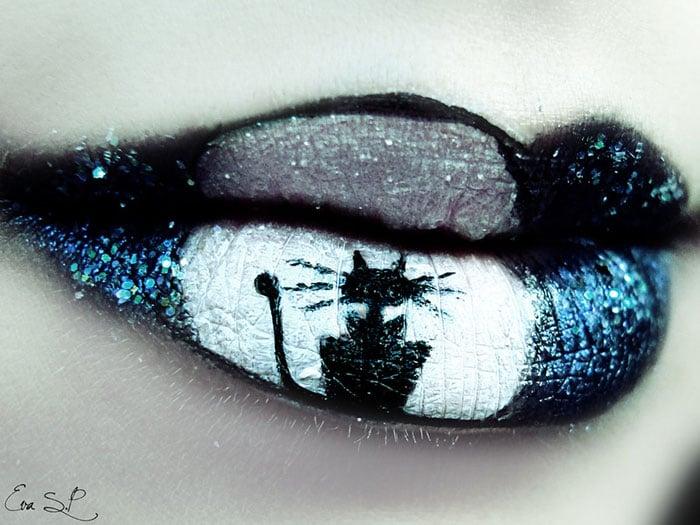 gato negro pintado en los labios