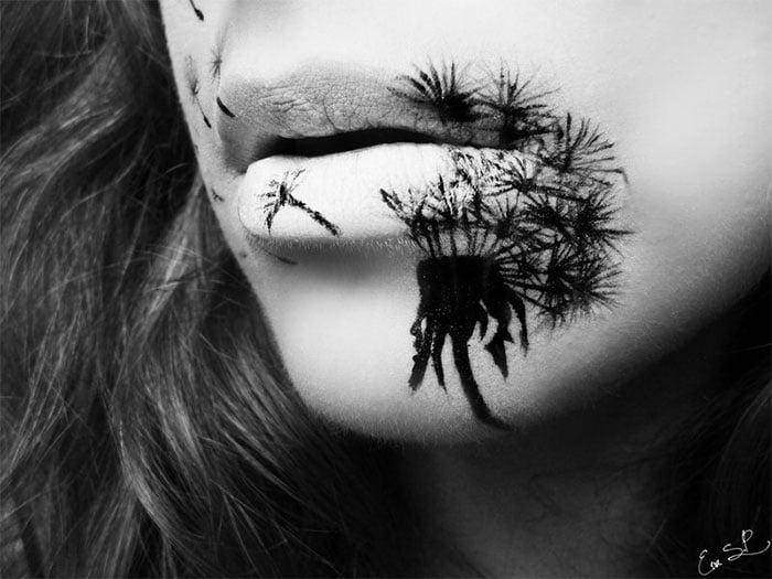 mujer con un diente de león pintado en los labios