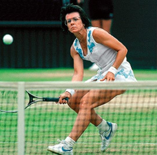 mujer jugando tenis