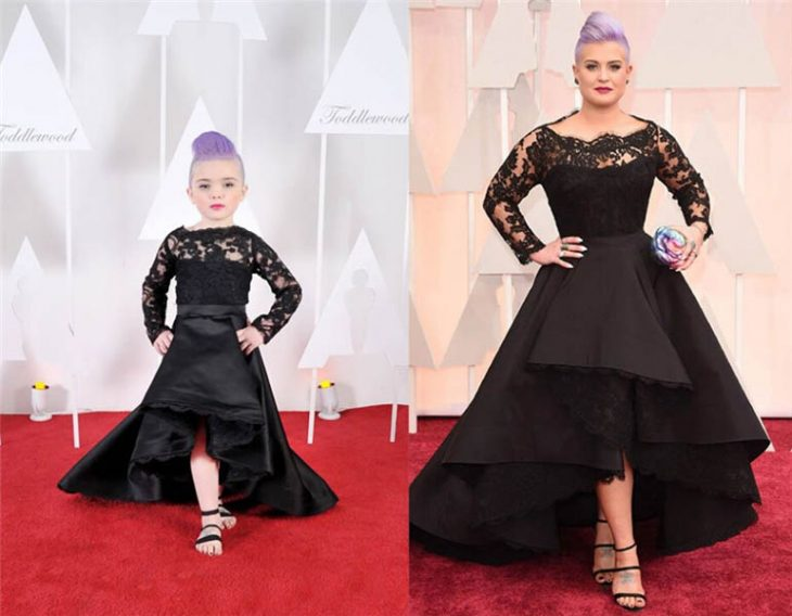 niña y mujer con el cabello color morado y vestido color negro posando