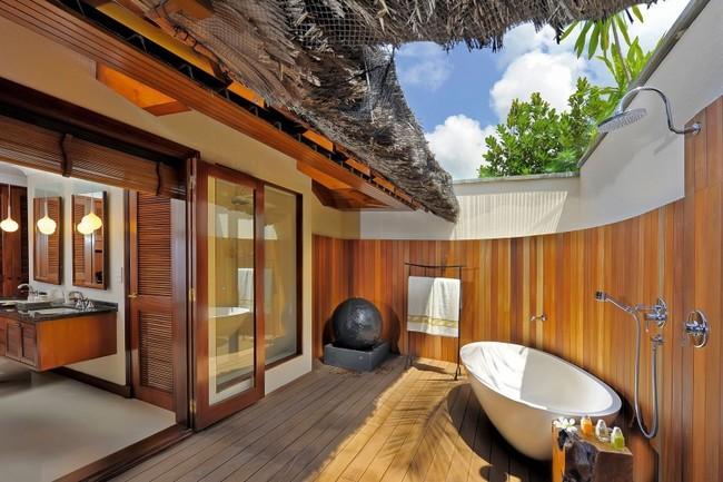 cuarto de baño con vista al cielo